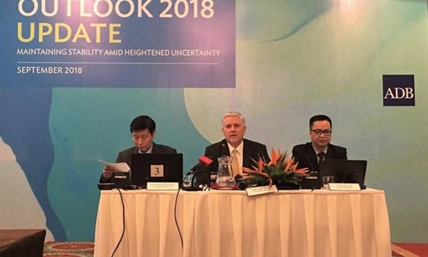 ADB hạ dự báo tăng trưởng Việt Nam từ 7,1 % xuống 6,9%