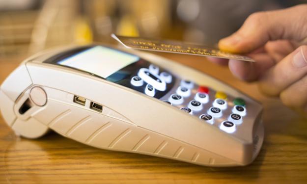 Chuyển đổi chuẩn thẻ chip nội địa tại các ngân hàng thương mại: Đau đầu về chi phí