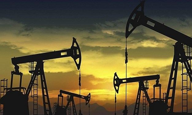 Giá dầu thị trường thế giới đi xuống theo đà giảm trên Phố Wall
