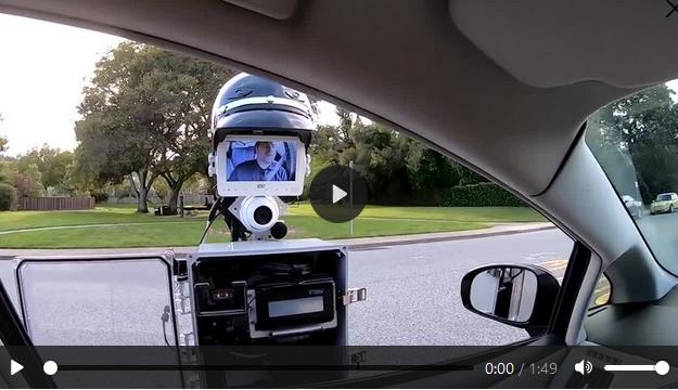 [Video] Robot được trang bị camera giúp cảnh sát xử phạt người vi phạm giao thông