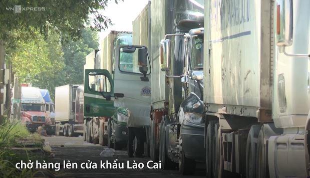 [Video] Container thanh long xếp hàng dài vì Trung Quốc thay đổi kiểm soát hàng