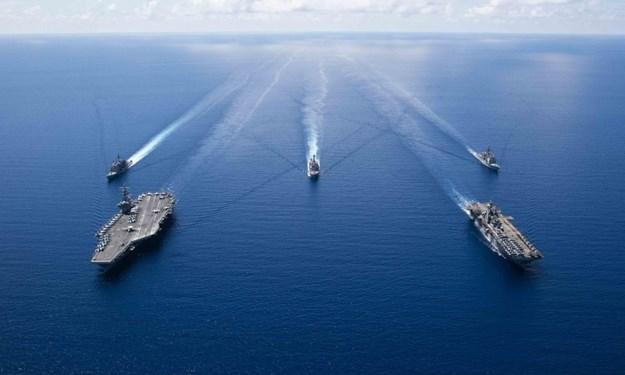[Ảnh] Nhóm tác chiến tàu sân bay Mỹ thể hiện sức mạnh khi tập trận trên biển Đông
