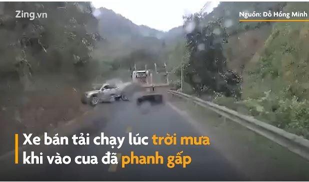 [Video] Xe bán tải phanh gấp khi vào cua gây tai nạn