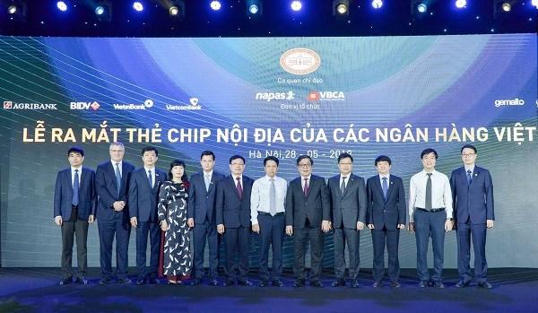 Vietcombank tiên phong triển khai thẻ chip nội địa