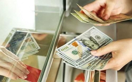Nhiều ngân hàng thương mại tiếp tục giảm giá mua USD