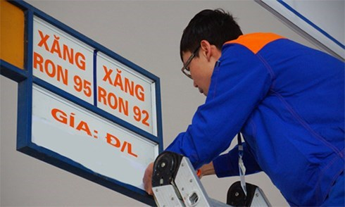 Giá xăng RON 95-III tăng 718 đồng/lít