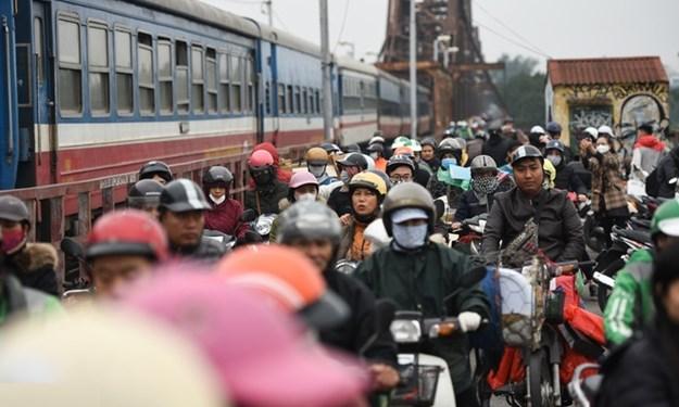 Ùn tắc trên hai cây cầu huyết mạch ở Thủ đô Hà Nội