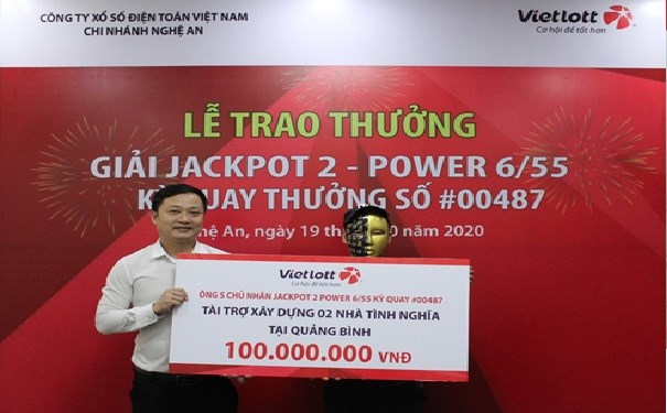 Chủ nhân Jackpot chung tay cùng Vietlott ủng hộ đồng bào miền Trung