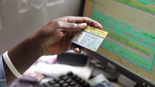 Triển khai thẻ bảo hiểm y tế điện tử đang có nhiều thuận lợi