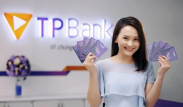 """TPBank  tri ân khách hàng đánh dấu 10 năm hoạt động cùng chương trình """"Với TPBank, ai cũng có quà"""""""