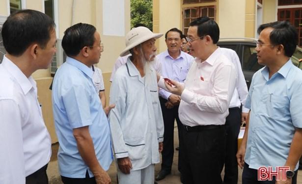Phó Thủ tướng Chính phủ Vương Đình Huệ tiếp xúc cử tri huyện Kỳ Anh và thị xã Hồng Lĩnh