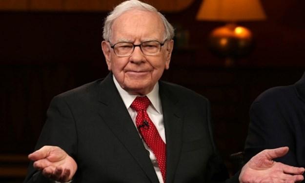 Warren Buffett liệu có mắc sai lầm khi bán tháo cổ phiếu hàng không?