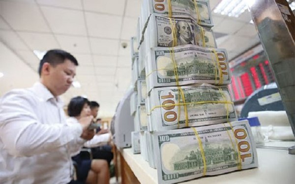 Chưa nên siết thêm tín dụng ngoại tệ