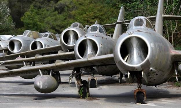 """Cận cảnh """"nghĩa địa"""" MiG ở Albania sắp trở thành căn cứ của NATO"""
