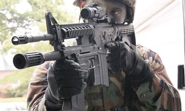 Cận cảnh các loại súng ngắn, súng trường và súng máy của lục quân Mỹ