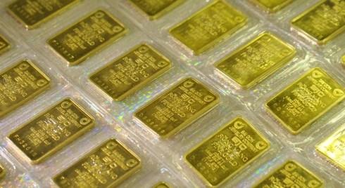 Vàng thế giới đi xuống, vàng trong nước vẫn tăng