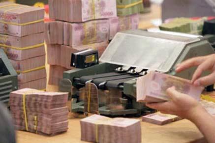 Nhiều tổ chức tín dụng đã chấp nhận giảm lương, thưởng để giải quyết nợ xấu