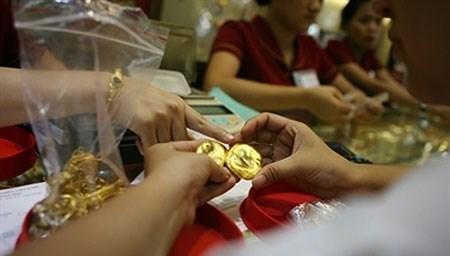 Cẩn trọng với giá vàng tăng nóng