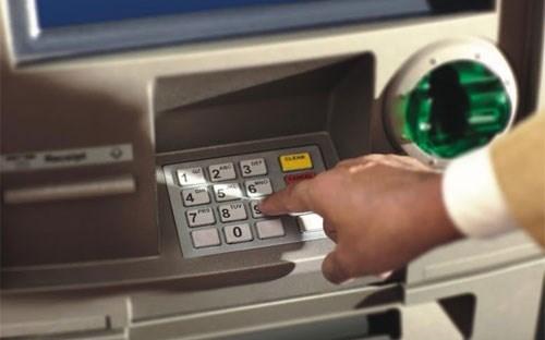 """Săn thẻ ATM """"miễn phí kép"""""""