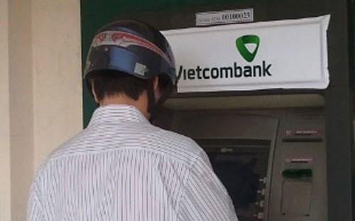 """Ngân hàng ồ ạt thay """"áo"""" mới"""