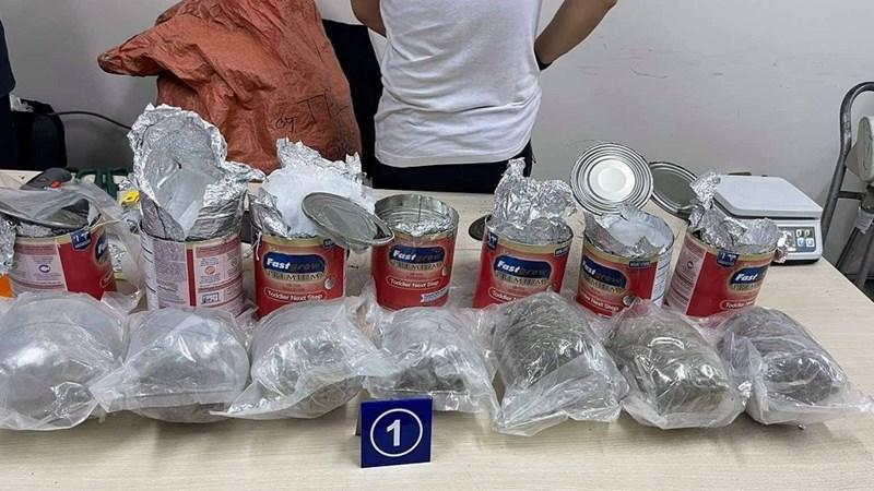 Hải quan thu giữ gần 36kg ma túy các loại trong các lô hàng quà biếu