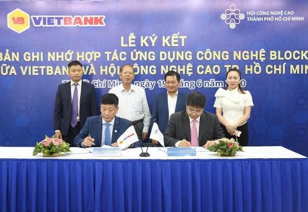Vietbank và Hội công nghệ cao TP. Hồ Chí Minh ký biên bản ghi nhớ nghiên cứu ứng dụng công nghệ cao