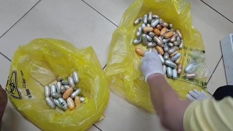 Nuốt gần 1,6kg cocain trong bụng khi đi máy bay nhập cảnh vào Việt Nam