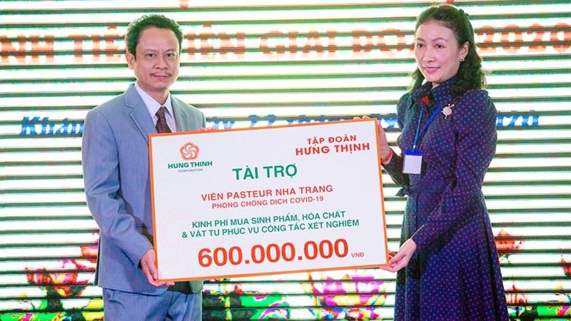Tập đoàn Hưng Thịnh hỗ trợ kinh phí 600 triệu đồng phục vụ công tác xét nghiệm Covid-19 cho Viện Pasteur Nha Trang