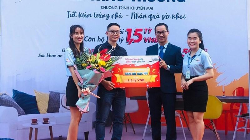 """Vietbank trao giải đặc biệt """"Căn hộ bạc tỷ"""" cho khách hàng gửi tiết kiệm"""