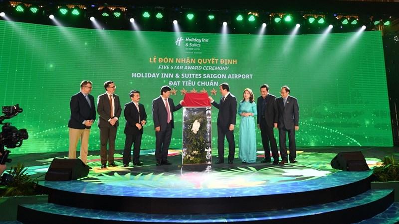 Khách sạn Holiday Inn & Suites đầu tiên tại VN đạt chứng nhận 5 sao