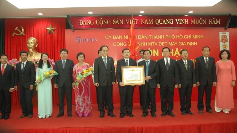 Công ty Dệt May Gia Định tổ chức Lễ đón nhận Huân chương Lao động hạng Ba