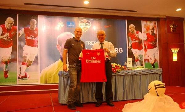 Ngân hàng Eximbank mang huyền thoại Arsenal - Freddie Ljungberg tới Việt Nam