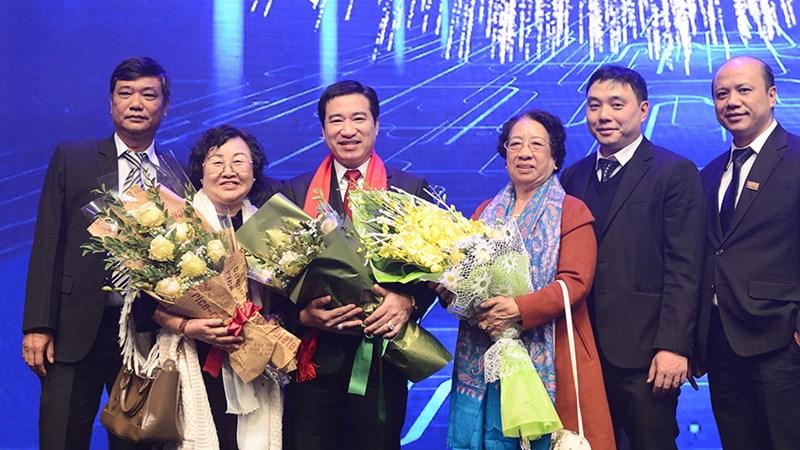 Chủ tịch Tập đoàn Hưng Thịnh được trao tặng Sao Đỏ 2017