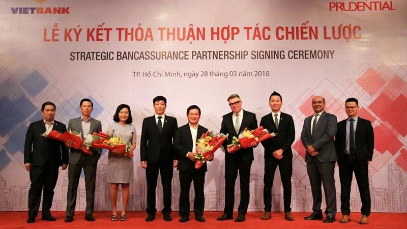Prudential Việt Nam và Vietbank ký kết thỏa thuận hợp tác