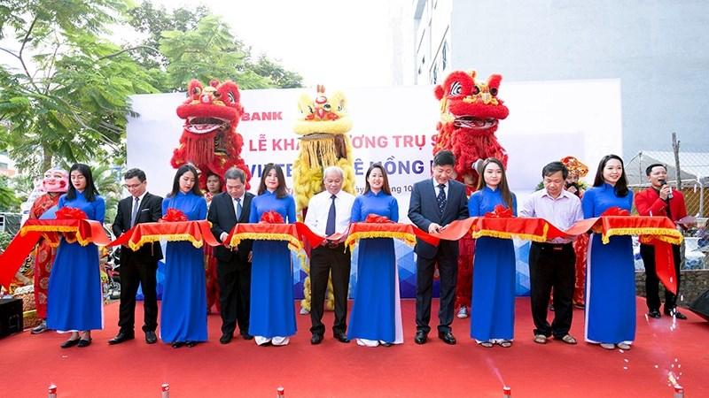 Vietbank dành hàng trăm quà tặng khách hàng nhân dịp khai trương trụ sở mới Phòng Giao dịch Lê Hồng Phong