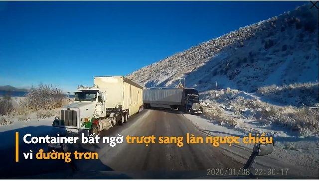 [Video] Container mất lái, trượt sang làn ngược chiều suýt gây tai nạn