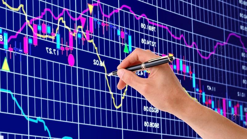 VN-Index rơi xuống sát 900 điểm