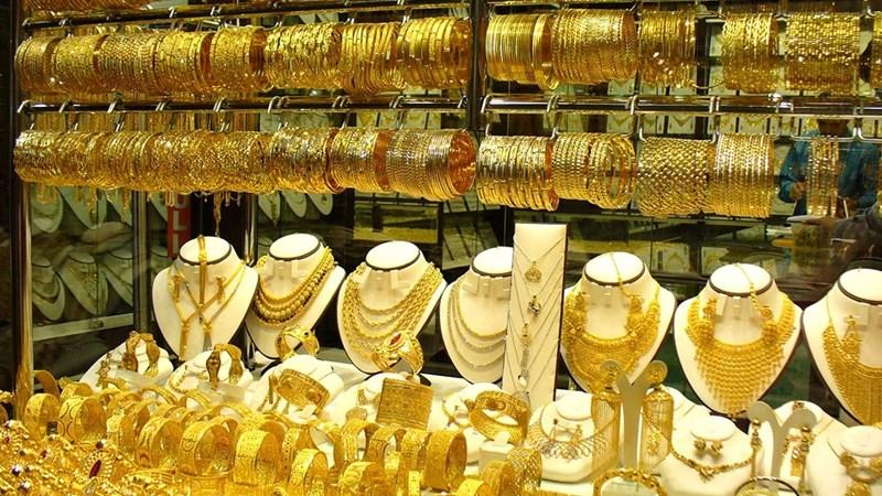 Giá vàng hôm nay 29/1: Ồ ạt mua vào, vàng giữ giá đỉnh