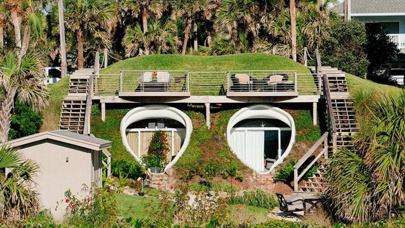 [Video] Chiêm ngưỡng thiết kế ngôi nhà xinh đẹp ẩn mình trong đồi cát bên bờ biển
