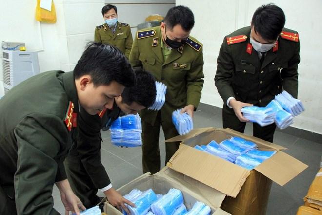 [Video] Thu giữ 100 nghìn khẩu trang của người đàn ông Trung Quốc