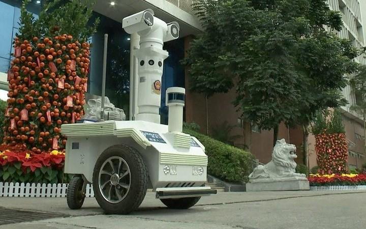 [Video] Robot kết nối 5G được sử dụng để giảm lây nhiễm nCoV