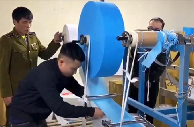 [Video] Cách thức dùng giấy vệ sinh làm giả khẩu trang y tế