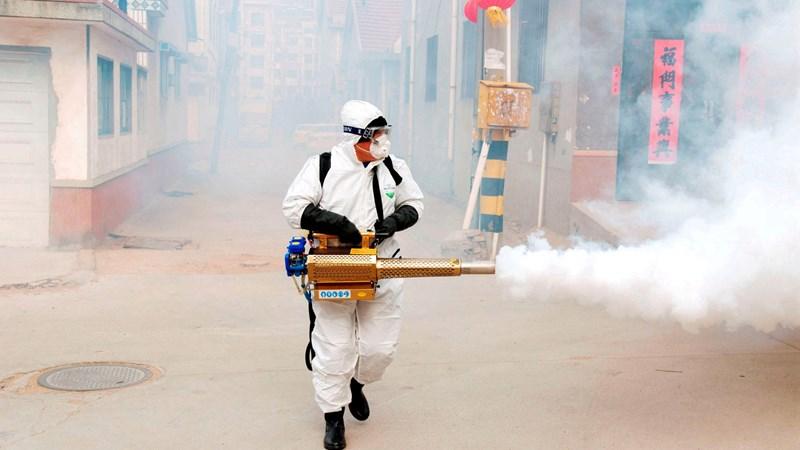 [Video] Trung Quốc cho phun thuốc khử trùng khắp nơi chống virus corona