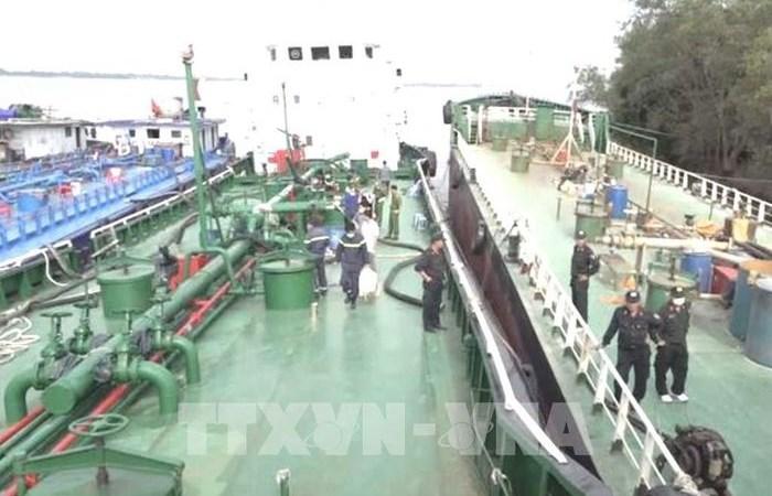 [Video] Truy bắt 2 tàu 1.500 tấn buôn lậu xăng giả