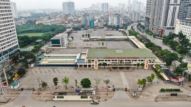 [Video] Nhìn từ trên cao các bến xe ở thủ đô Hà Nội không bóng người