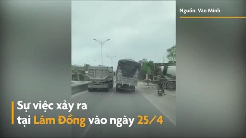 [Video] Xe tải nghiêng sang một bên vẫn lưu thông trên đường