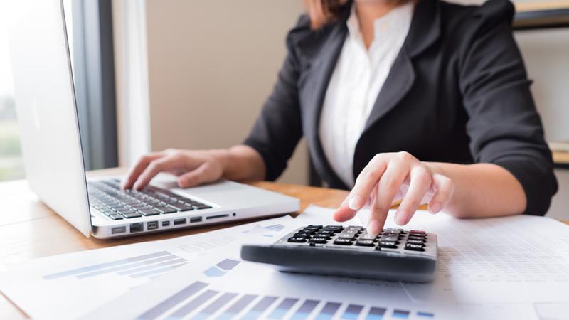 Phân tích mối quan hệ chi phí - khối lượng - lợi nhuận trong các doanh nghiệp thương mại