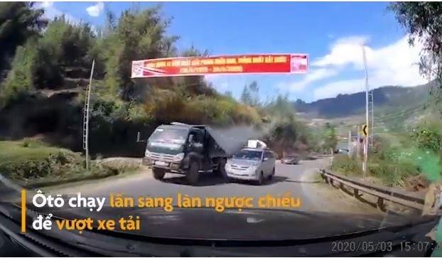 [Video] Ôtô lấn làn vượt ẩu bị xe tải va quệt