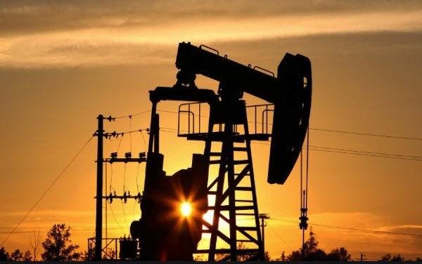 Lo ngại về dịch Covid-19 tại Ấn Độ đẩy giá dầu thô về mức 66 USD/thùng