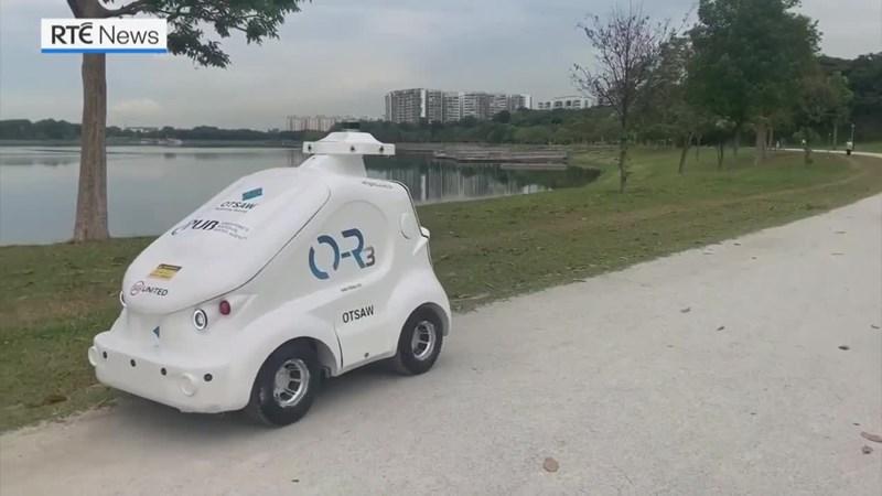 [Video] Xem robot tuần tra công viên Singapore đảm bảo giãn cách chống Covid-19